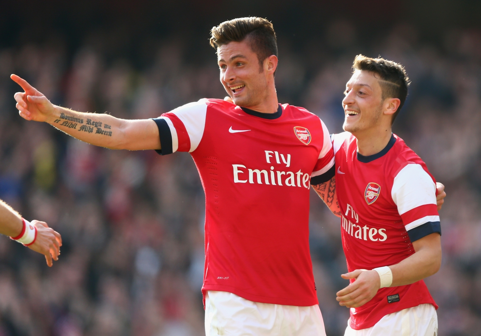 arsene-wenger-insists-he-wants-to-keep-giroud-and-ozil-at-arsenal