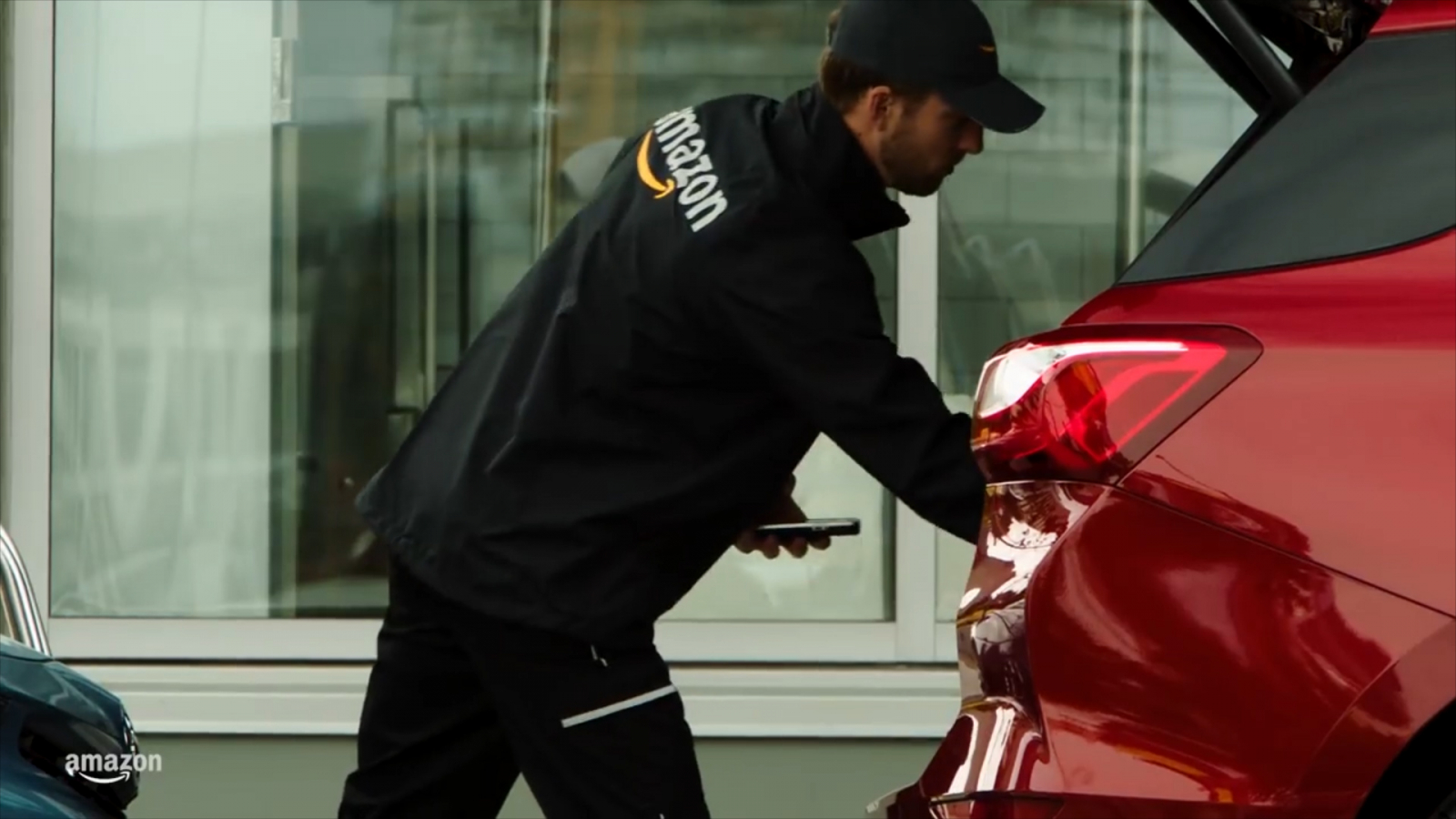 amazon-car-delivery-drops-off-packages-to-your-trunk
